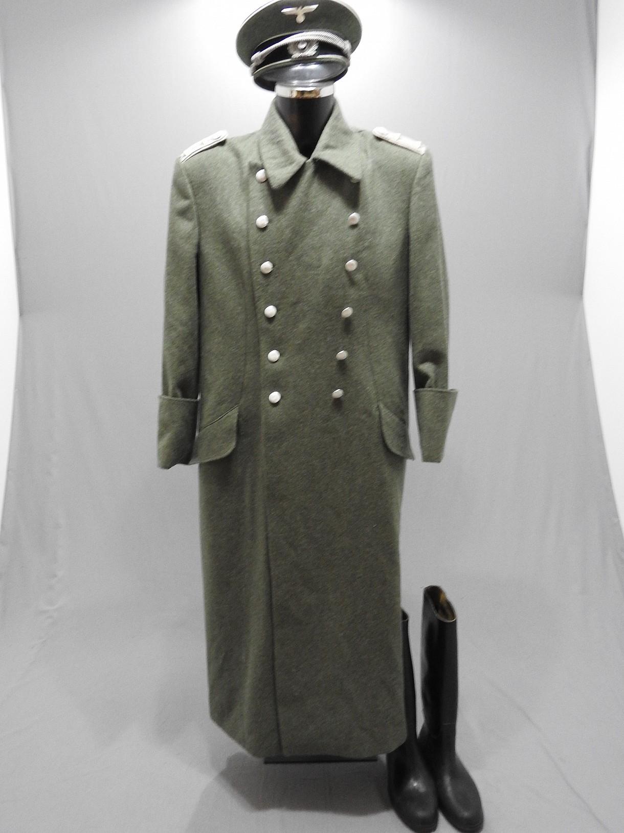 officier allemand en manteau